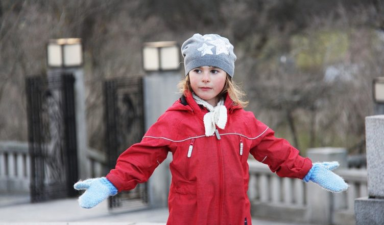 Imagini pentru merg iarna pe jos